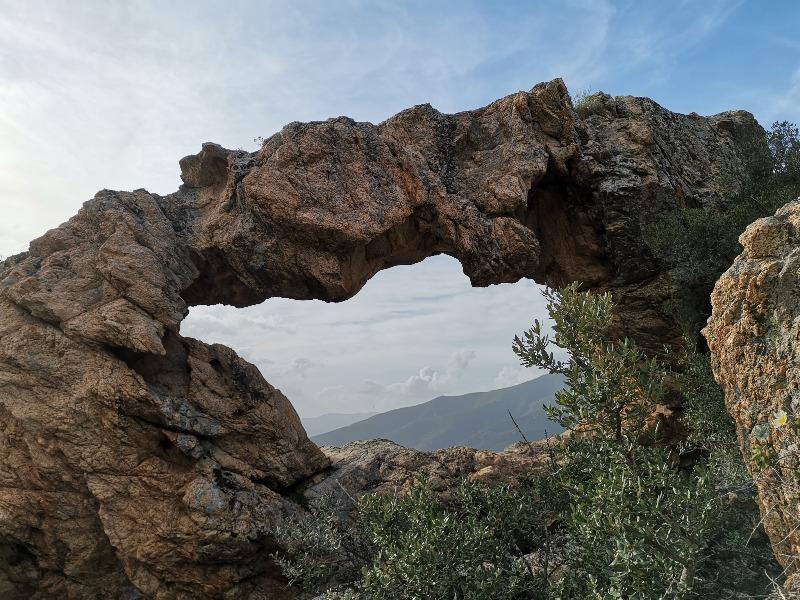 La randonnée de l'arche de Cauro en Corse   Corse VTC